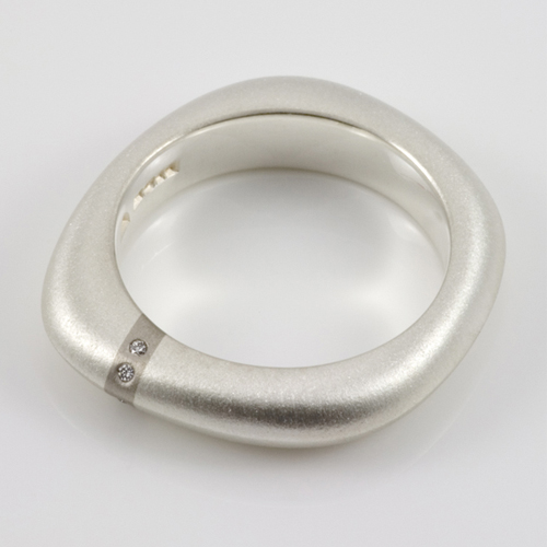 Ruth Bridges, Lode medium diamond ring